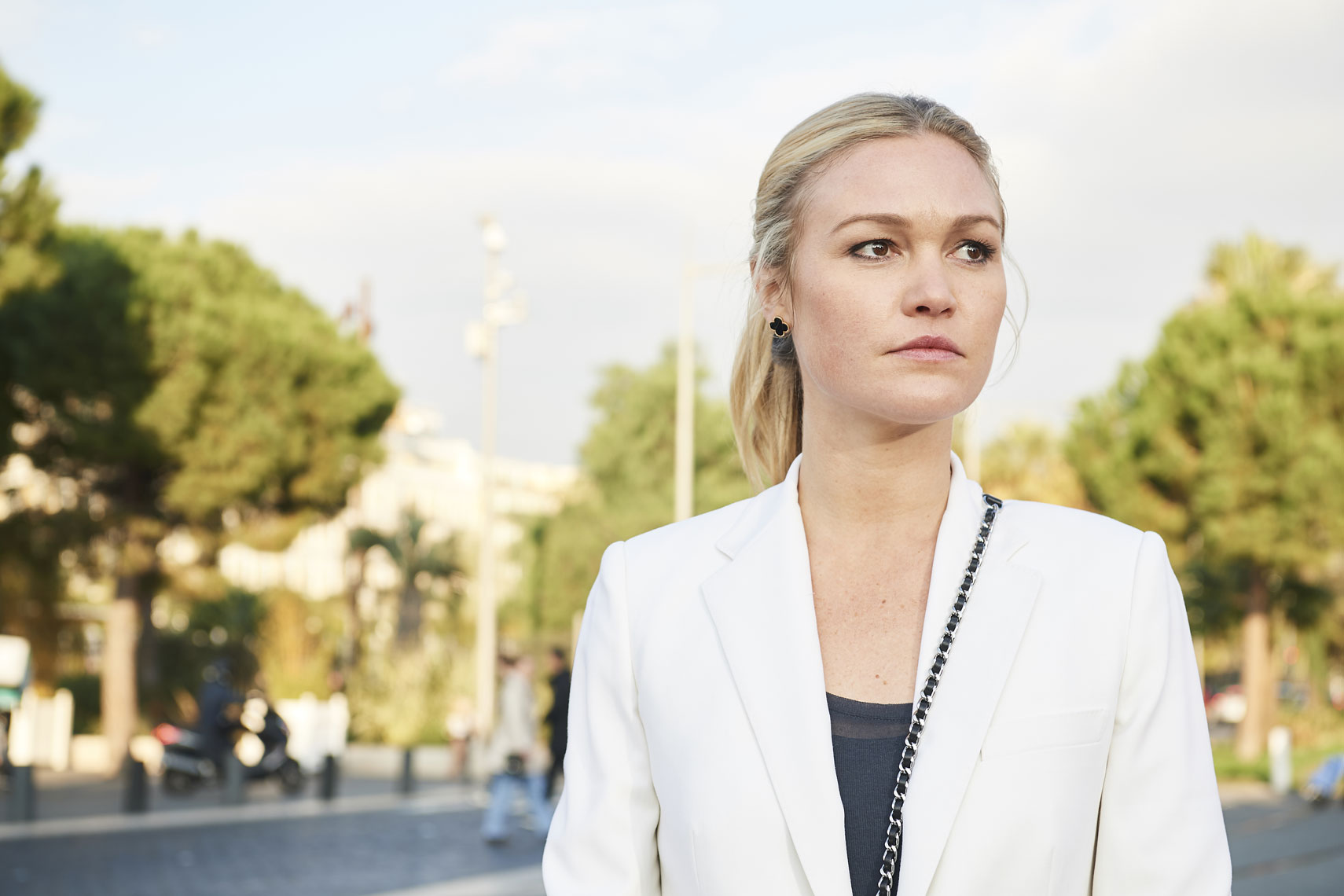 Julia Stiles-Riviera